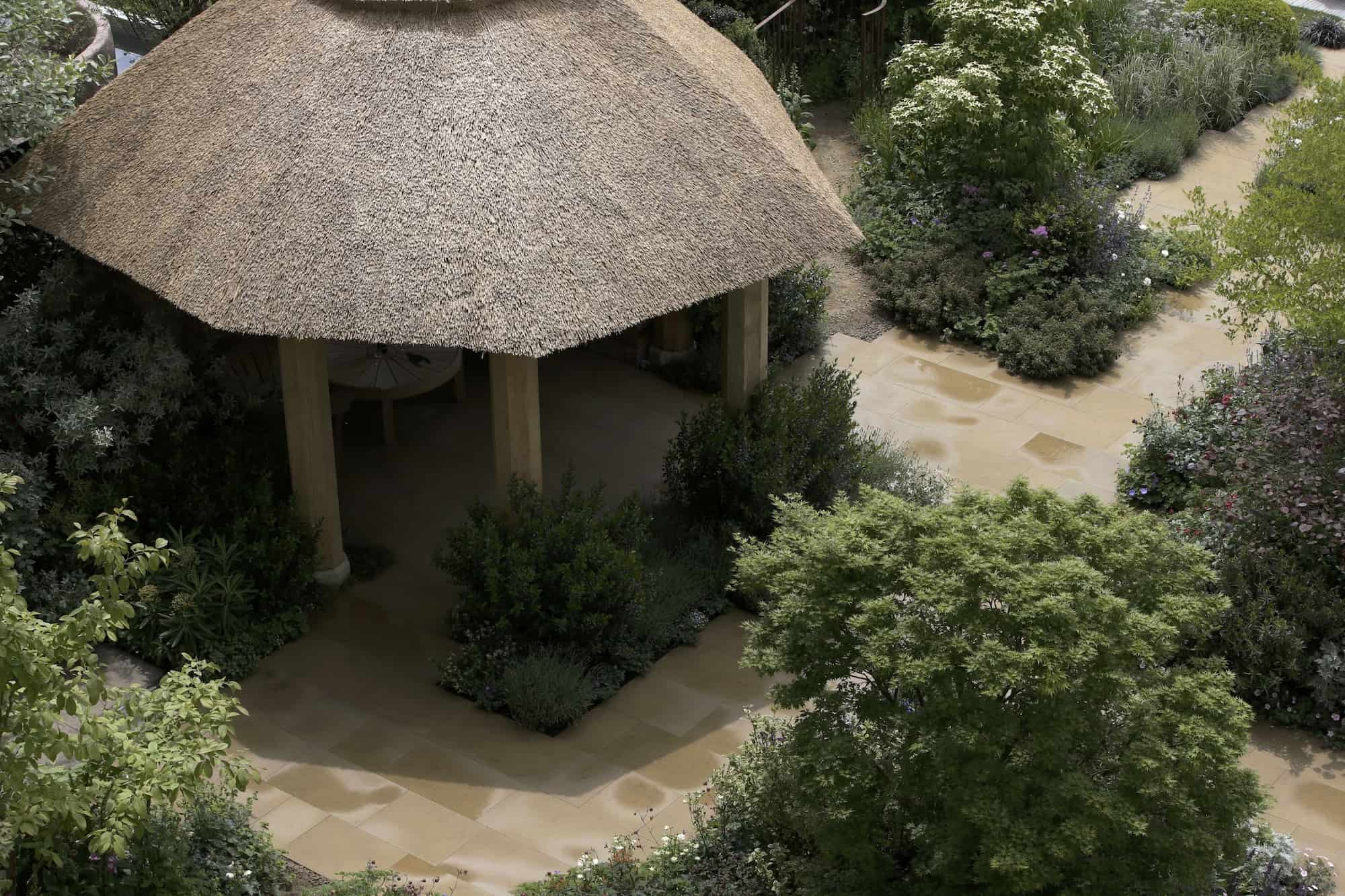 Chelsea Garden Design Thatched Summerhouse awarded Gold Medal designed by Roger Platts